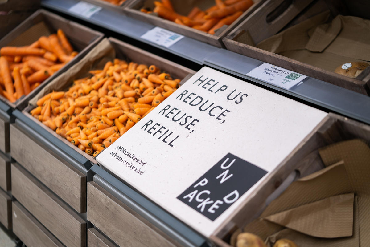 Loose Carrots on Display. © Isabelle Rose Povey / Greenpeace