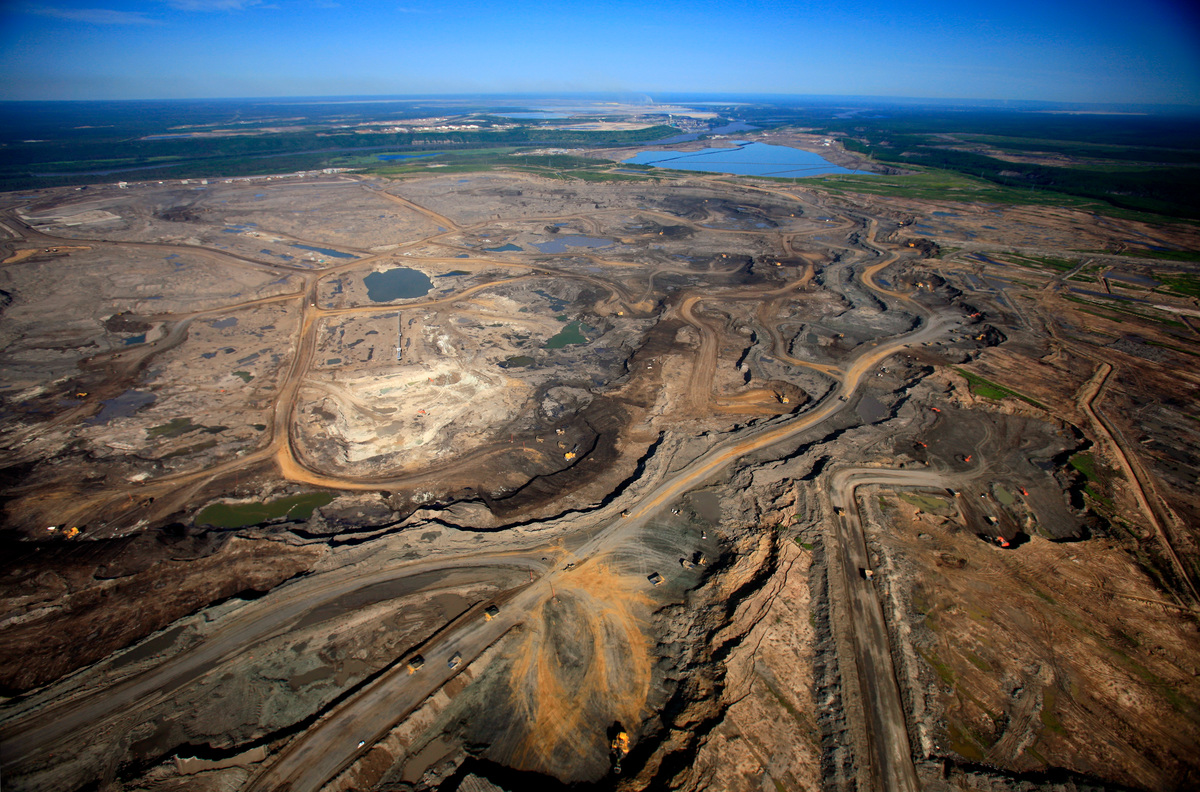 Suncor Operations in Alberta Tar Sands. © Jiri Rezac / Greenpeace