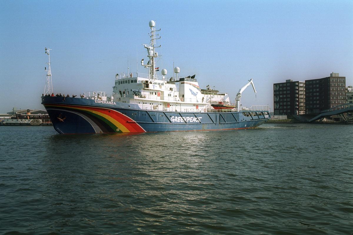 Greenpeace Ship MV Esperanza in Amsterdam. © Sander Lameyer