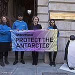 Actriz Gillian Anderson se suma a campaña de Greenpeace