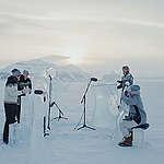 Recital a puro hielo en el Ártico para salvar los océanos