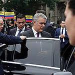 Activistas de Greenpeace sorprenden y le piden a Duque una Colombia sin asbesto en Buenos Aires