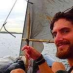 Greenpeace llama a mantener la búsqueda de navegante italiano
