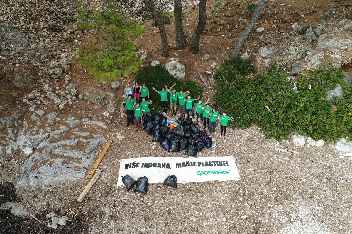 Cleaning of Island Mljet in Croatia. © Sime Fabris / Greenpeace
