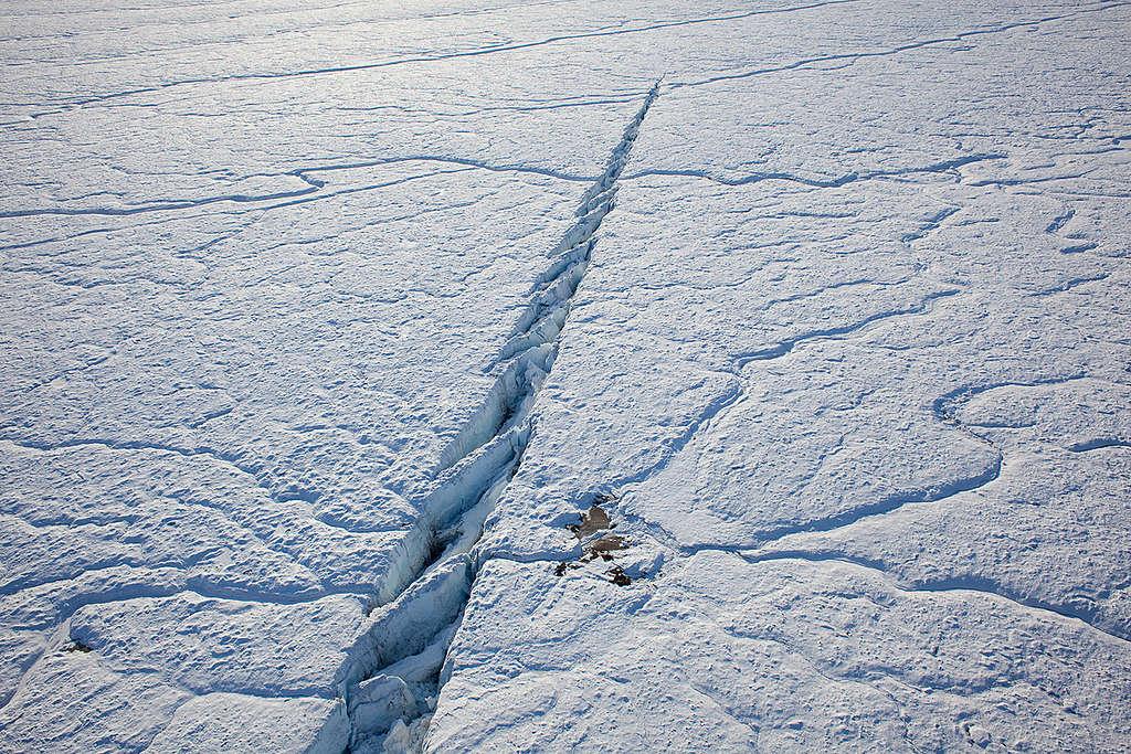 Nioghalvfjerdsfjorden Glacier in Greenland. © Nick Cobbing / Greenpeace