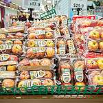 'Unwrap Our Grocery' Photo opp in Hong Kong Supermarkets. © Patrick Cho / Greenpeace