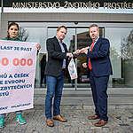 114 tisíc lidí vyzývá ministra Brabce, aby podpořil opatření proti plastům