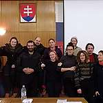 U soudu
