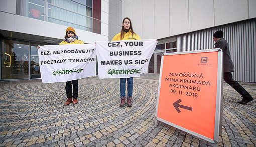 Protest Greenpeace před valnou hromadou ČEZu