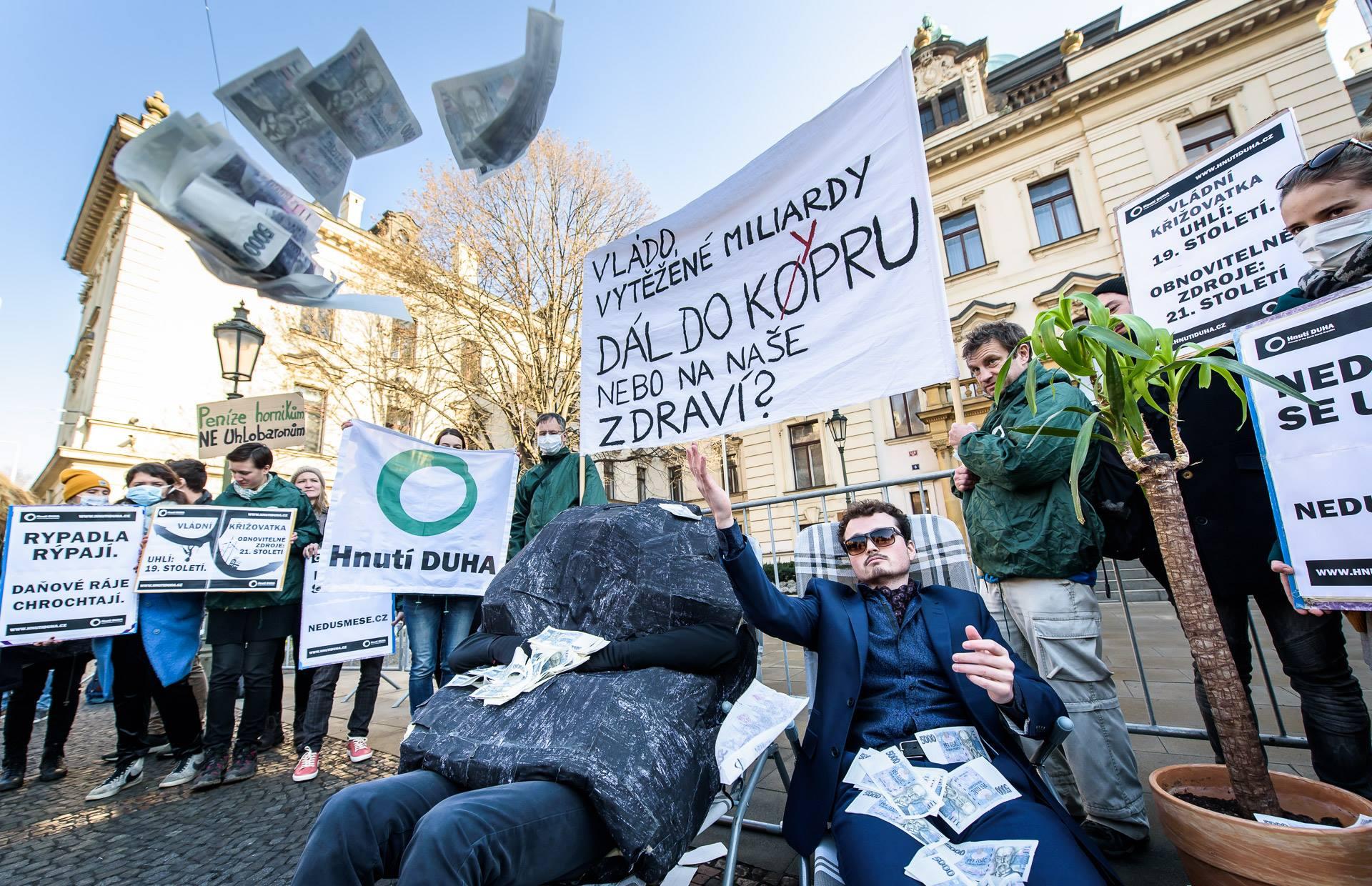 Protest Hnutí DUHA za zvýšení těžebních poplatků.