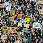 Lidé berou změnu klimatu vážně. ČR nedělá pro snížení emisí dost, poslanci jednání o změně klimatu přerušili