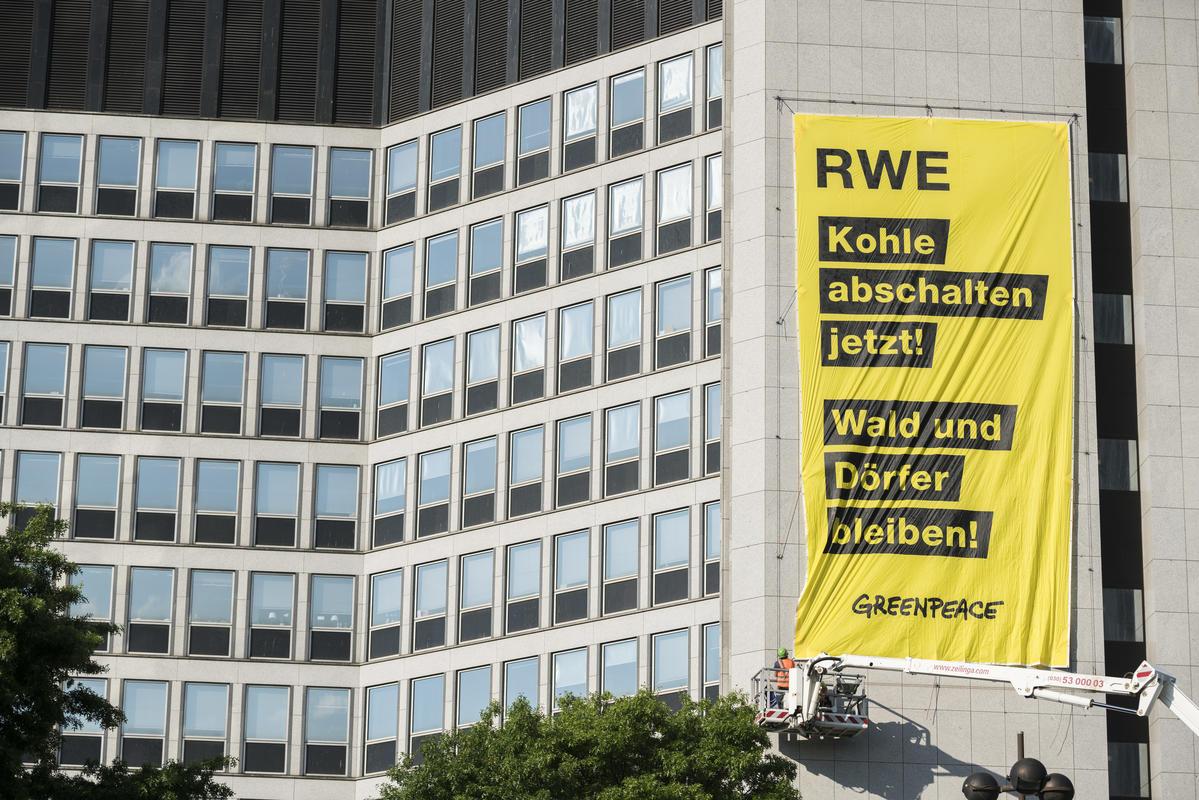 Protest at RWE Headquarters in Essen. © Bernd Lauter / Greenpeace