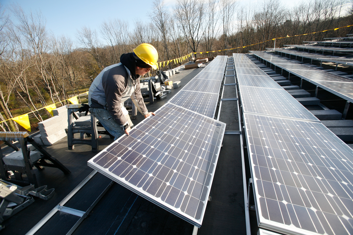 Solar Power: Photovoltaic Installation on University Roof. © Tim Shaffer / Greenpeace