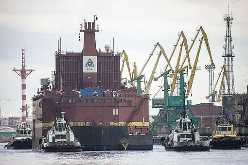 World's First Purpose-built Floating Nuclear Power Plant Bound for the Arctic. © Nicolai Gontar / Greenpeace