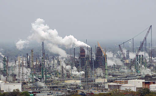 Exxon_Mobil_oil_refinery_-_Baton_Rouge,_Louisiana