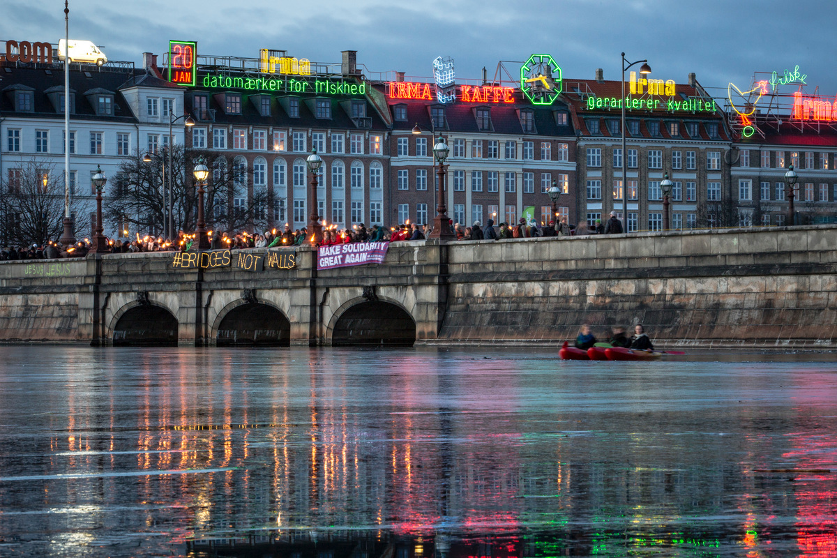 Bridges Not Walls Action in Copenhagen. © Will Rose