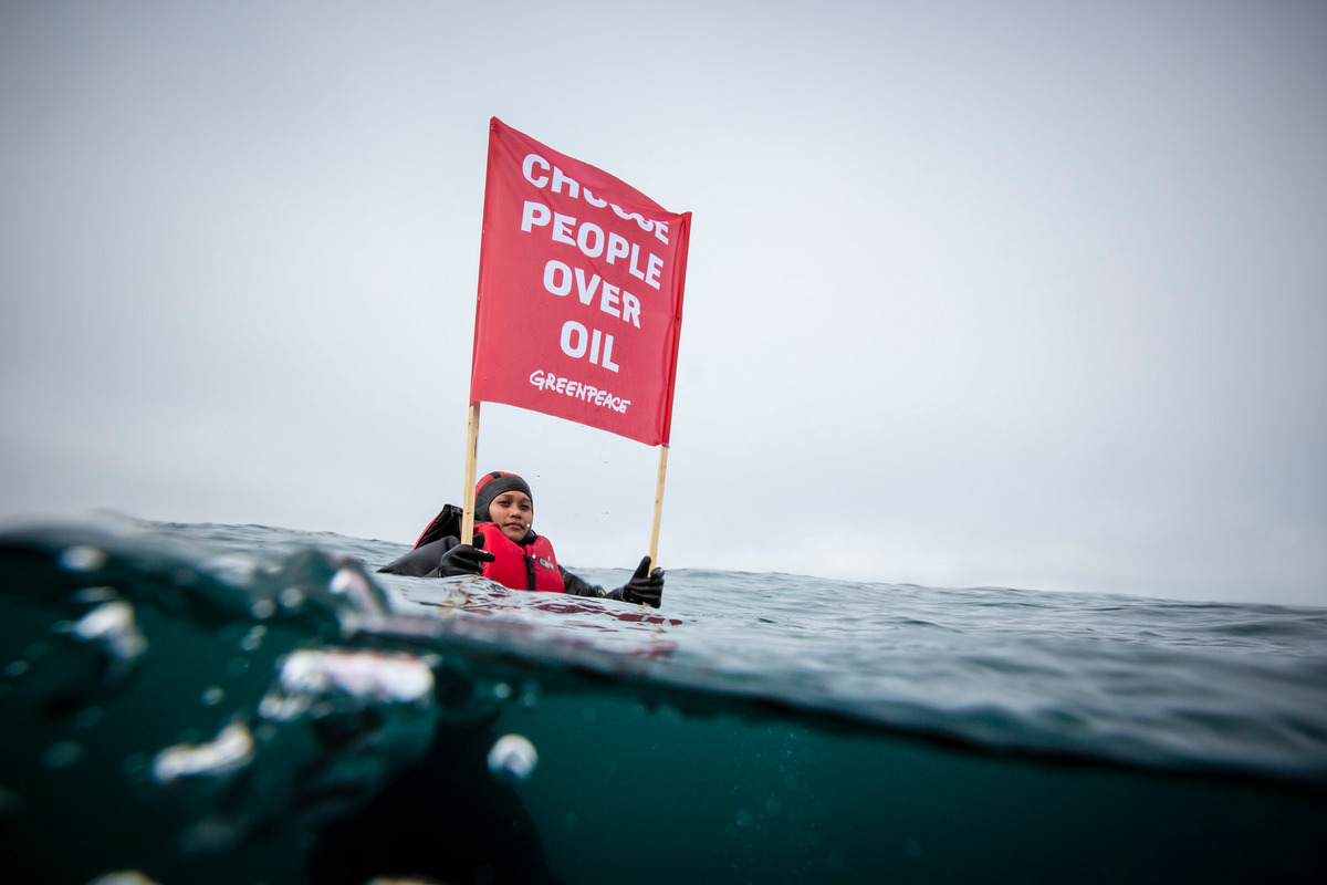 Arctic Sunrise Protests in the Barents Sea. © Will Rose