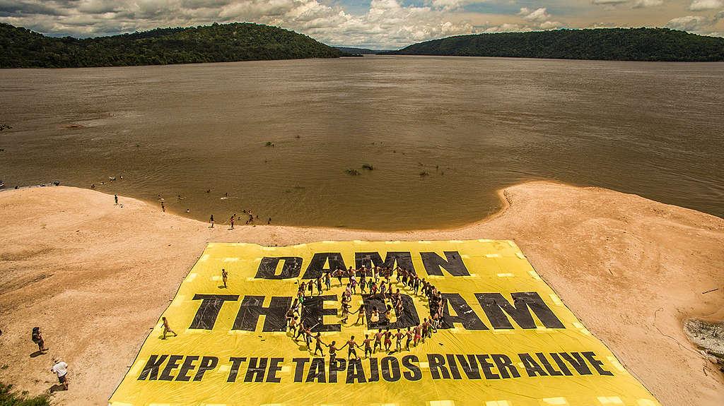 Greenpeace Joins the Munduruku to Protest Damming of Tapajos River. © Fábio Nascimento