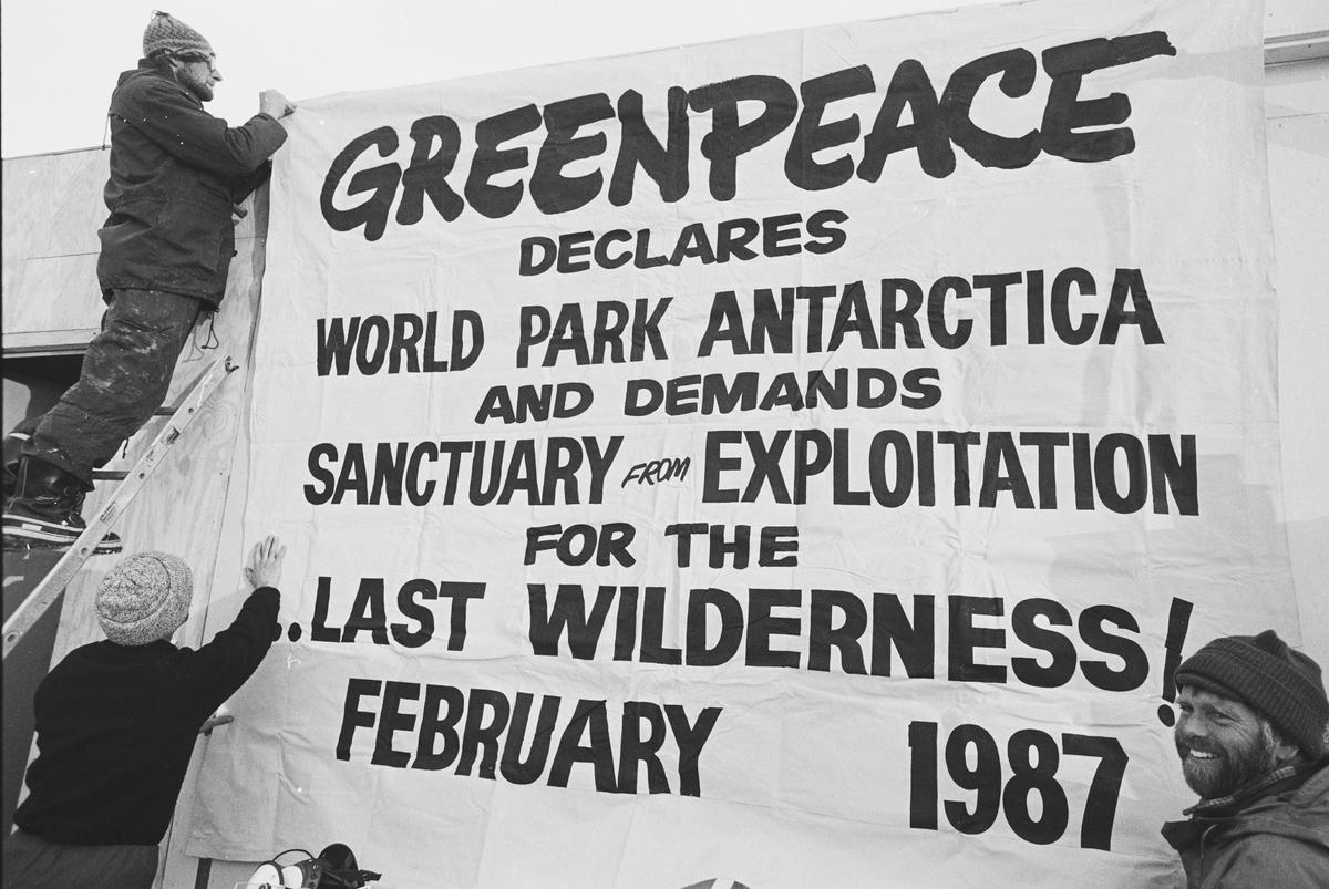 1991: Verdens ledere bliver enige om at frede Antarktis i minimum 50 år. Formålet er at beskytte et af verdens mest særegne naturområder