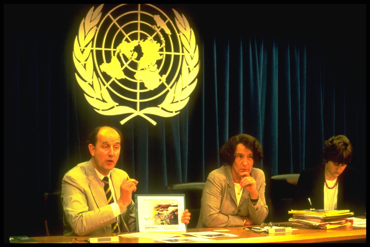 1997: Kyoto-protokollen, der forpligter verdens største industrilande til at reducere deres CO2-udledninger med minimum seks procent, bliver vedtaget. Bag aftalen ligger mange års kampagnearbejde i blandt andet Greenpeace-regi for at reducere den globale opvarmning.