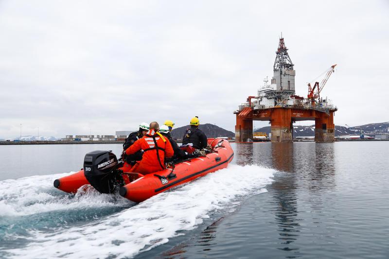Rypefjord, Norge, 29. april 2019 – Fire Greenpeace-aktivister er netop klatret om bord på Equinors olierig West Hercules for at protestere mod det statsejede selskab, der gør sig klar til en ny sæson for boringer i den norske del af Arktis.
