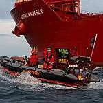 Danske Greenpeace-aktivister er netop nu involverede i et ophedet klimapolitisk slagsmål i Sverige