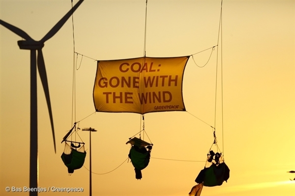 Greenpeace activists block the coal ship 'Paquis' in the Netherlands in 2016.