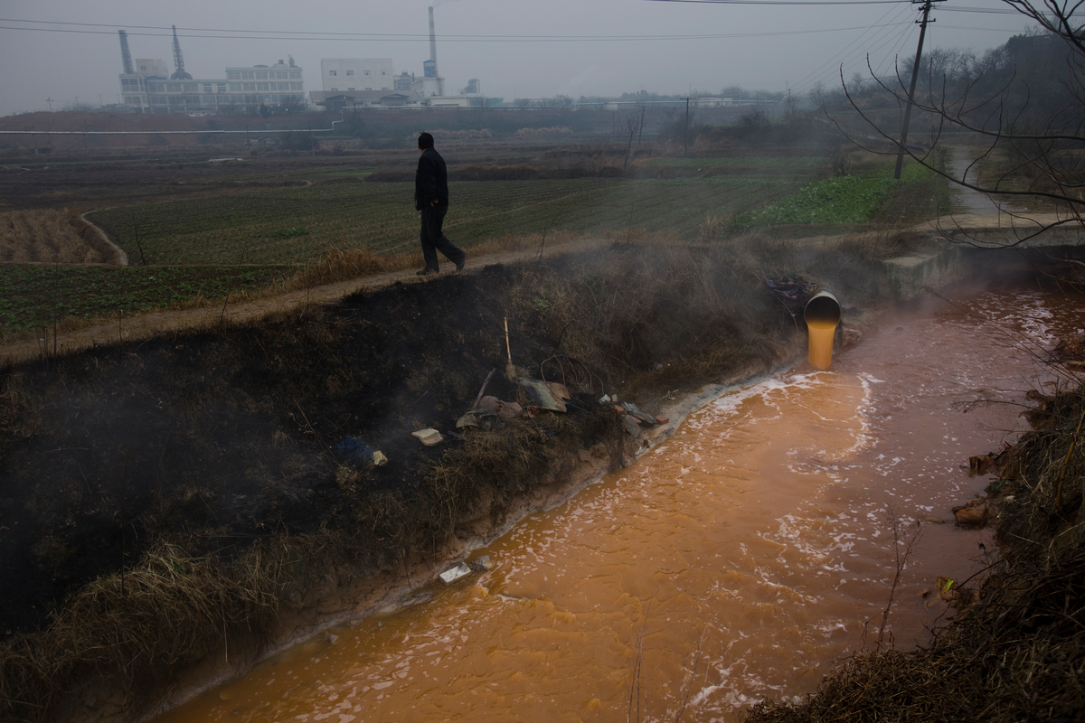 Chemical Pollution in the Yangtze River. © Lu Guang / Greenpeace