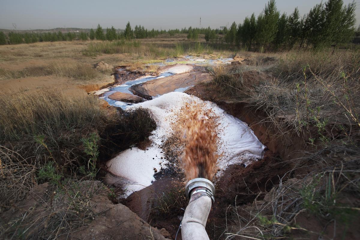 Shenuha's Wastewater in Inner Mongolia. © Qiu Bo / Greenpeace