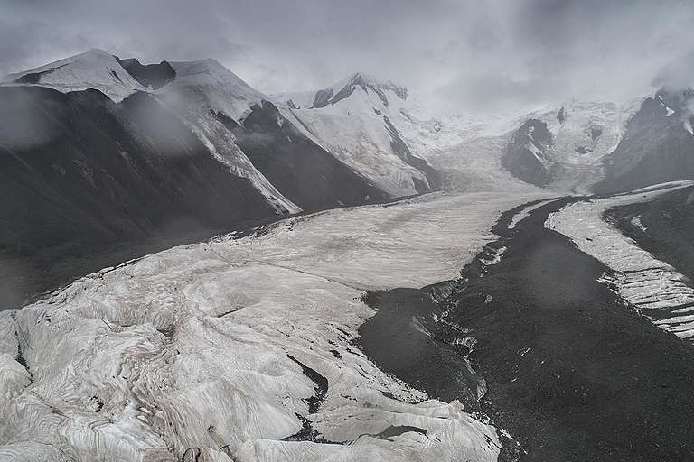 Halong Glacier in Qinghai, China. © Tie Gai / Greenpeace