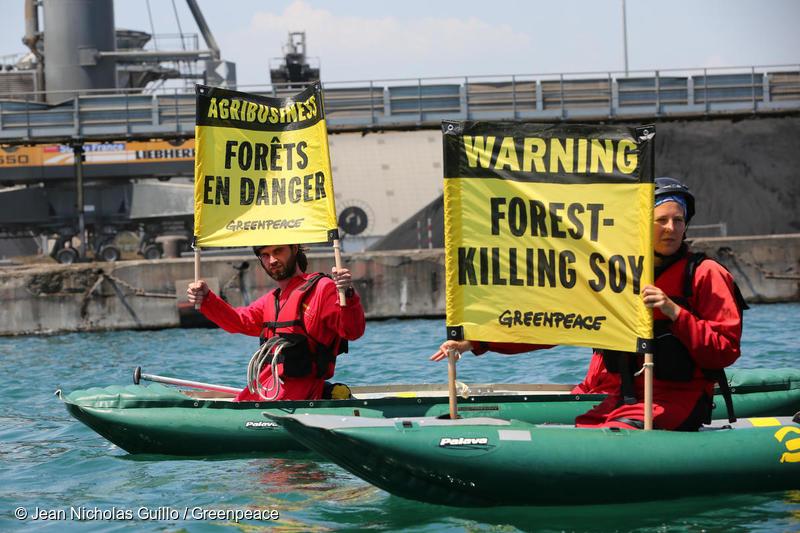 Blockade of soy cargo ship in France