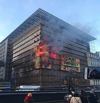 #HouseOnFire