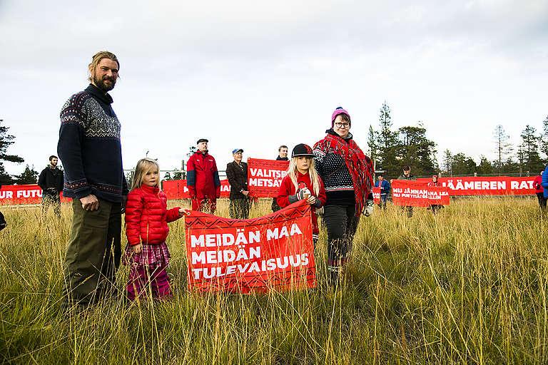 Suoma Sámi Nuorat, Suohpanterror ja Greenpeace osoittivat yhdessä mieltä jäämeren rataa vastaan syyskuussa 2018.