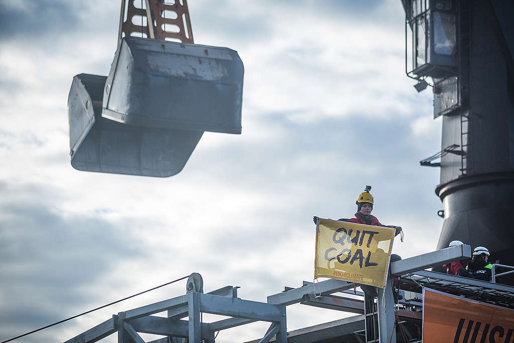 Activists Intercept Coal Shipment in Helsinki. © Miikka Pirinen
