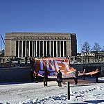 Sadat ihmiset vaativat Helsingissä päättäjiltä ilmastotoimia