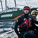 """Aktivistit uivat öljynporauslautalle Pohjanmerellä – """"Aika näyttää, ettei Tanska ole niin vihreä kuin se mainostaa"""""""