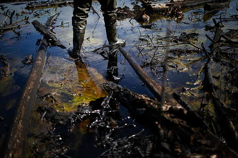 Rosneft Oil Spill in Russia © Denis Sinyakov / Greenpeace