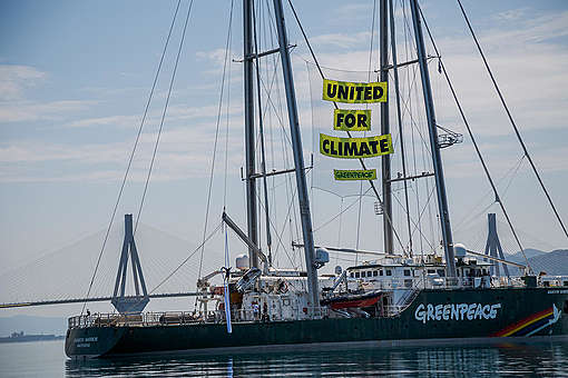 Rainbow Warrior in Patras, Greece. © Constantinos Stathias / Greenpeace