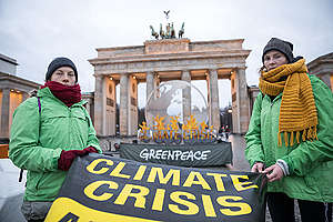 Burning Globe Climate Protest in Berlin. © Gordon Welters / Greenpeace