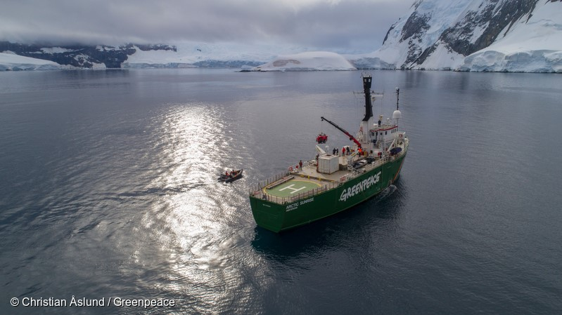 A submarine being launched from Greenpeace ship the Arctic Sunrise outside the coast off Brabant Island, Palmer Archipelago, Antarctic.Greenpeace is conducting research of the seafloor to identify Vulnerable Marine Ecosystems, which will strengthen the case for the largest protected area on the planet, an Antarctic Ocean Sanctuary.