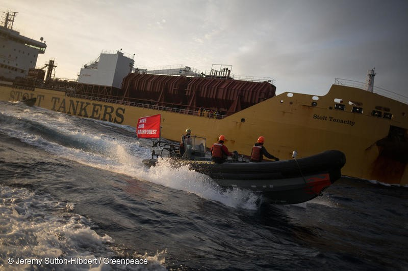Atlantic Ocean, on 17 November 2018. - Six Greenpeace activists have boarded a giant tanker ship carrying dirty palm oil from Indonesia to Europe in a peaceful protest against rainforest destruction.Trained Greenpeace climbers from Indonesia, Germany, the UK, France, Canada and the US, have safely scaled the side of Stolt Tenacity and aim to stay on board until it arrives at its final destination in Rotterdam.The 185-metre long cargo ship is loaded with palm oil from Wilmar, the largest and dirtiest palm oil trader in the world.