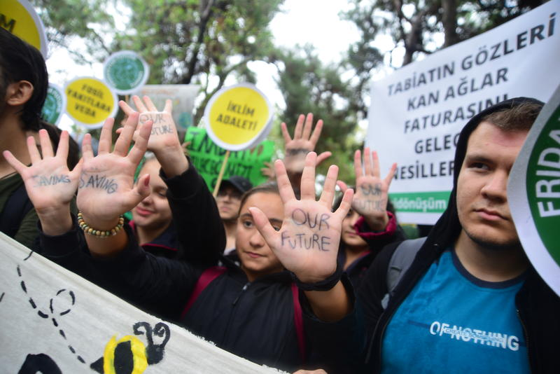 2019年9月,土耳其人民響應全球氣候行動,罷工罷學上街要求政府遏止氣候暖化。© Yasin Akgul / Greenpeace