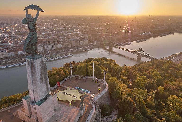 Sunrise Action in Budapest, Hungary. © Attila Pethe
