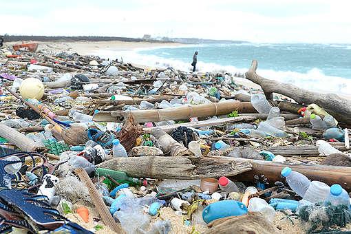 Plastic Pollution on Beach in Penghu, Taiwan. © Hung-Hsuan Chao