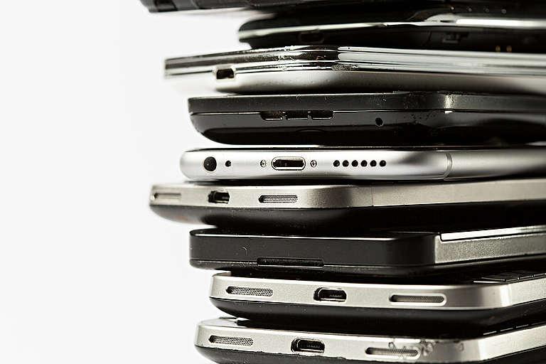 Broken Smartphones. © Fred Dott