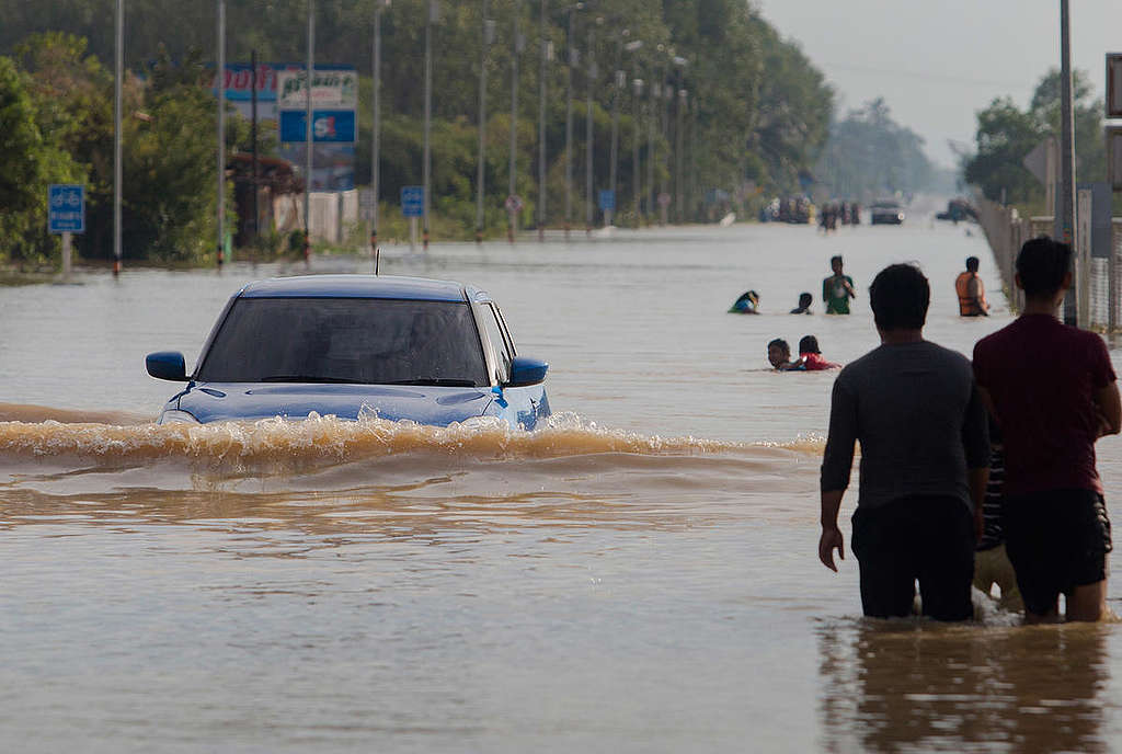 Flooded Roads after Pabuk Cyclone in Thailand. © Chanklang Kanthong / Greenpeace