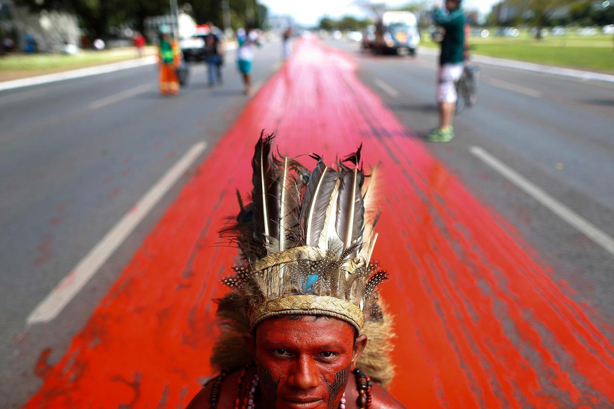 Őslakosok tiltakozása Braziliában © Adriano Machado / MNI