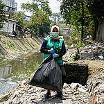 Brand Audit at Ciakpundung River, Bandung. © Djuli Pamungkas / Greenpeace