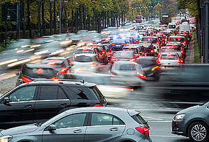Rush Hour at Multi Lane Street in Berlin. © Paul Langrock / Greenpeace