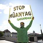 VISSZAVONTA a műanyagtörvényt a kormány: közel negyedmillió embert hagyott cserben